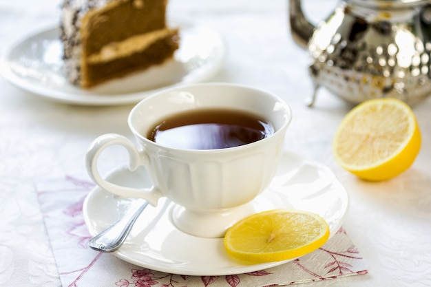 Чай бальк с лимоном в чайнике