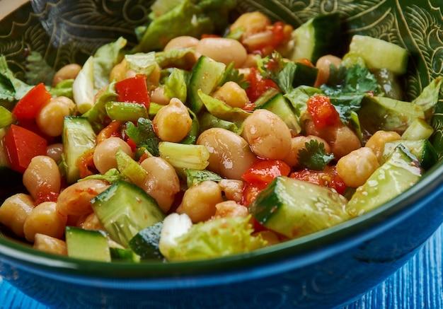 발레라 - 가르반조와 검은콩, 달콤한 포도 토마토를 듬뿍 넣어 만든 중동식 콩 샐러드