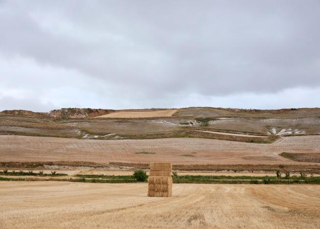 Тюки сена, испанская деревня