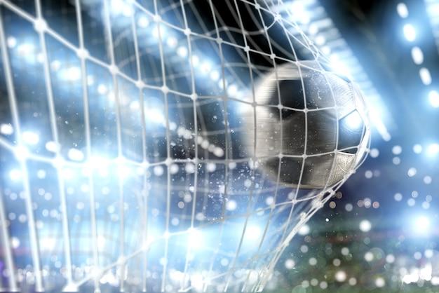 Мяч забивает гол в сетку в футбольном матче