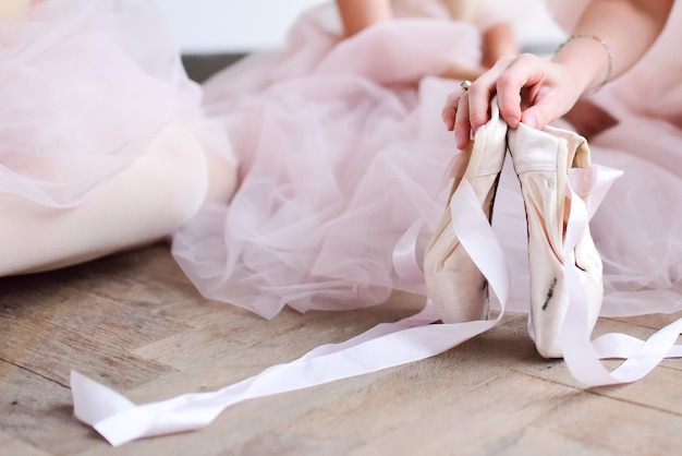 Baller dancer holds pointe shoes
