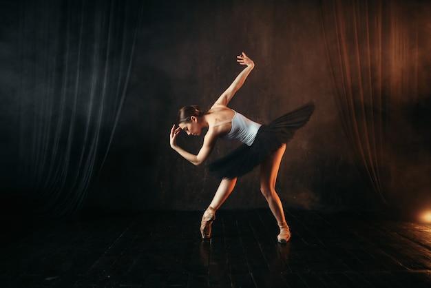Балерина в действии, обучение танцам на сцене