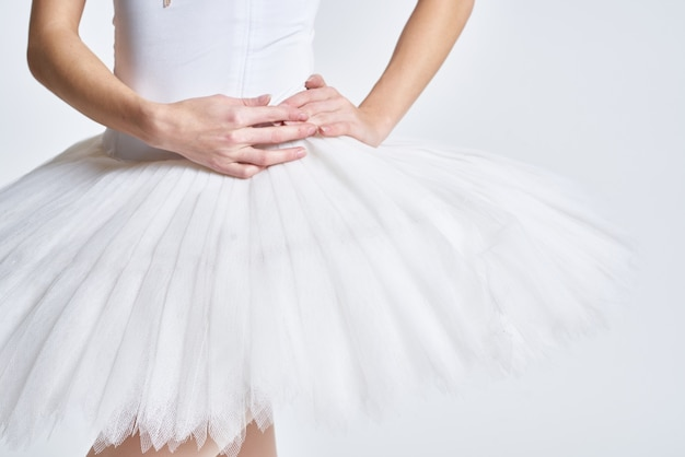 バレリーナホワイトチュチュダンスエクササイズパフォーマンスライト。高品質の写真