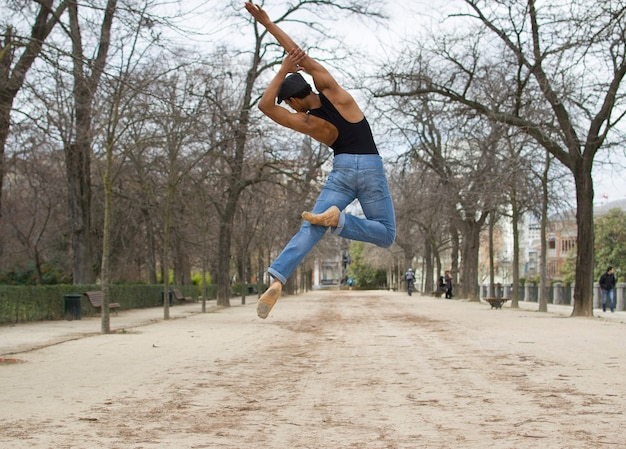 포즈를 취하는 발레 댄서 라이프 스타일 개념