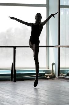 Балерина в арабском положении