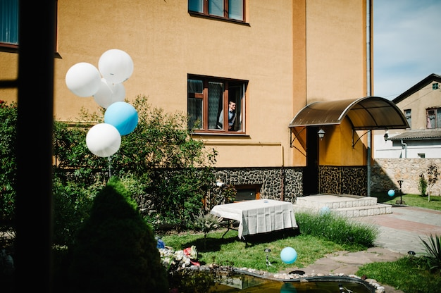 Balloons near the fountain in the yard. wedding morning. close up