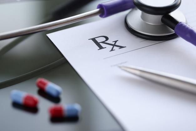 Шариковая ручка, лежащая по рецепту врача возле фонендоскопа в кабинете врача, является незаконной