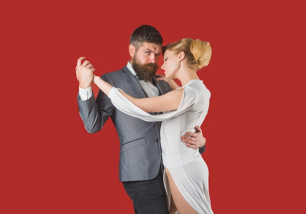볼룸댄스. 커플 댄스. 열정과 사랑 개념입니다. 춤, 살사, 탱고. 왈츠. 부드러운 열정에 커플입니다. 춤 개념입니다.