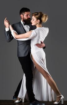 Бальные танцы пара танцует страсть и любовь концепция танцы сальса танго вальс пара в тендере