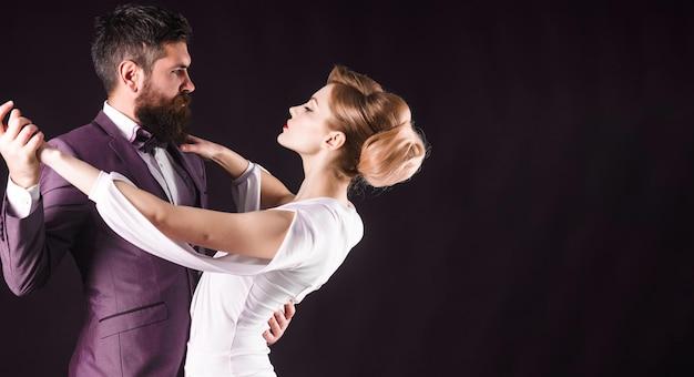 볼룸댄스. 커플 댄스 탱고. 열정과 사랑 개념입니다.