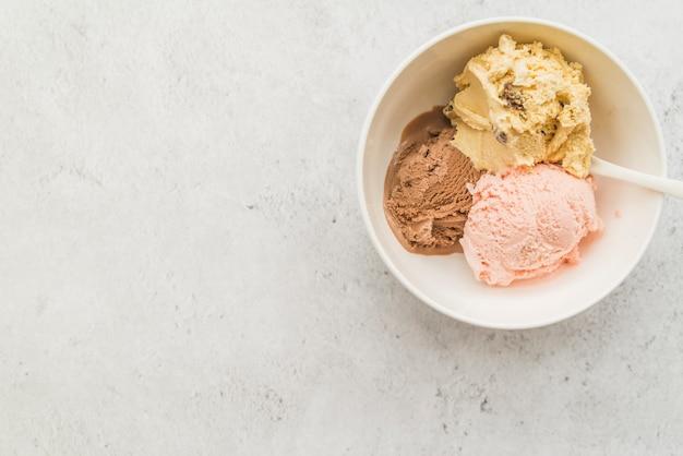 Balls of diverse ice cream in bowl