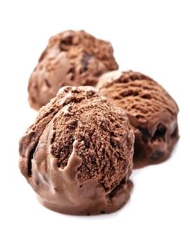 白のチョコレートアイスクリームのボール