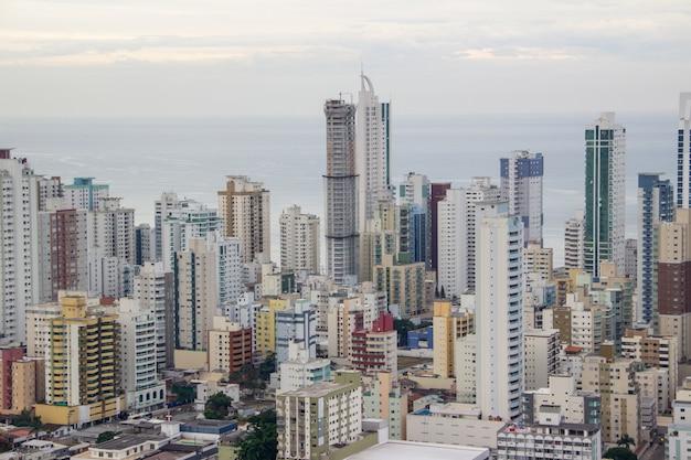 サンタカタリーナ州ブラジルのbalneario camboriuの街の