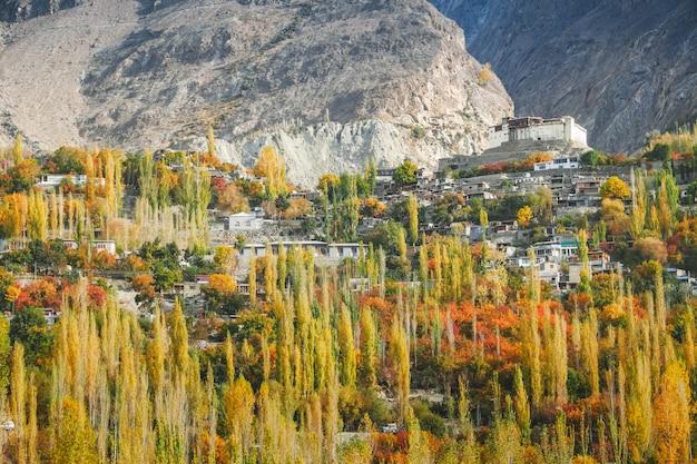 秋のbaltit fort。 karimabad、hunza valley、パキスタン。
