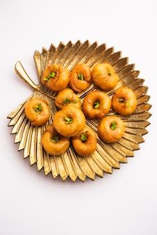 Balushahi 또는 badushah 또는 mughlai 요리는 파키스탄과 방글라데시에서도 인기있는 전통적인 인도의 부드럽고 색다른 디저트 또는 달콤한 음식입니다.