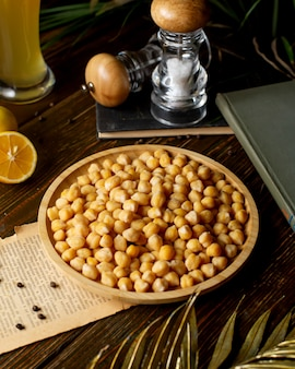 A bamboo bowl of boiled chickpeas