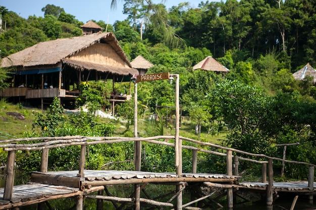 竹小屋ロン島カンボジア