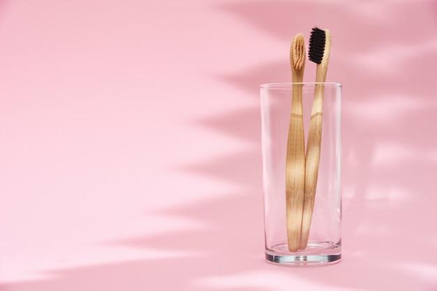 ガラスと影の竹の歯ブラシ