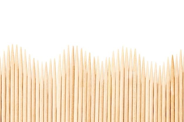 竹のつまようじは平行に配置されます