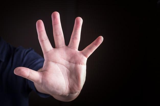 Запретить руку. номер пять на языке жестов