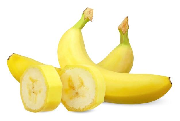 Бананы и нарезанные, изолированные на белом фоне. банан отсечения путь