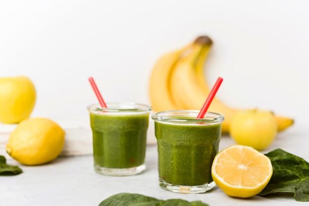 Банановые и шпинатные смузи