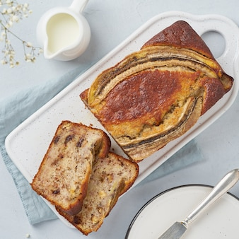 Banana bread. sliced cake with banana, chocolate, walnut. traditional american cuisine. top view