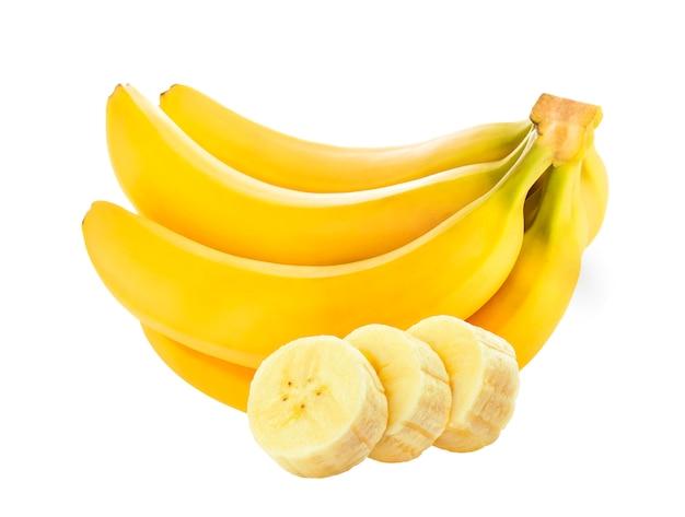Банан изолированный, целый и нарезанный