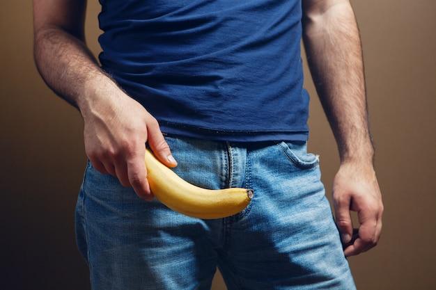 갈색 바탕에 바나나 남성 음경 크기 개념