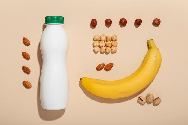 バナナ、ナッツ、ヨーグルトのアレンジメント