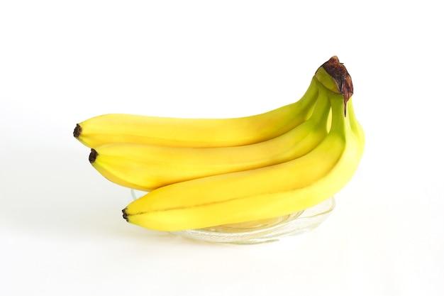 Банан на белой поверхности