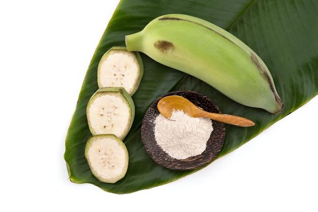 バナナまたは栽培バナナと白い背景で隔離の粉末。上面図、フラットレイ。