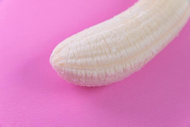 Banana sul rosa