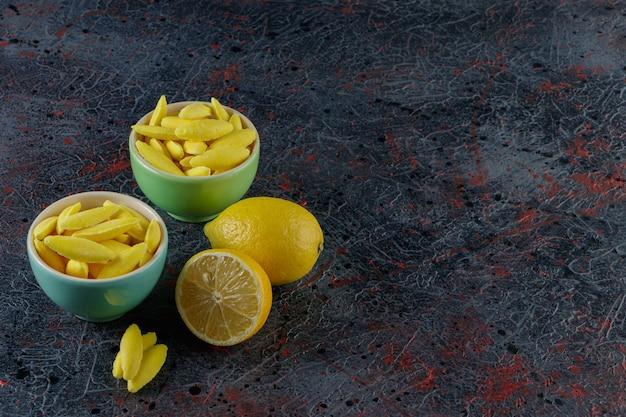 바나나 모양의 씹는 사탕