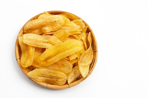 Банановые чипсы на белом