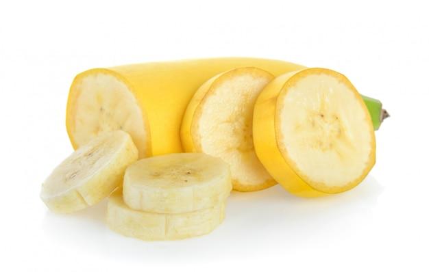 Ломтик банана, изолированные на белом