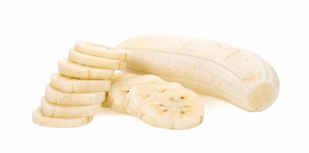 Ломтики банана, изолированные на белом фоне