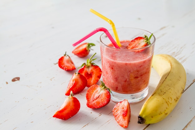 Banana strawberry smoothie ingredients