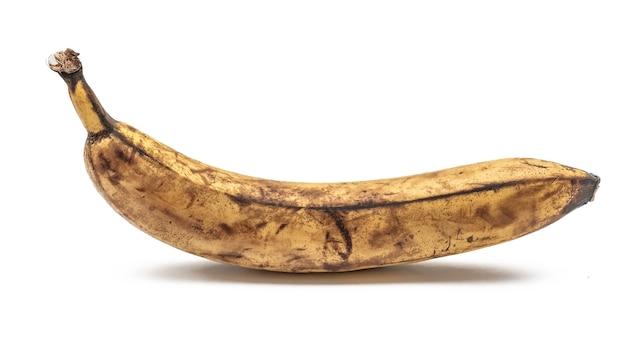 Банан с коричневыми пятнами
