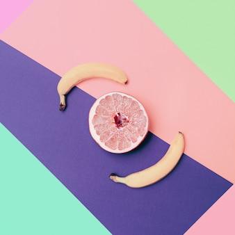 バナナとグレープフルーツ最小限のフラットレイ