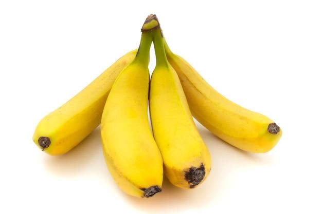 白い背景に分離されたバナナ。新鮮で美味しい果物。