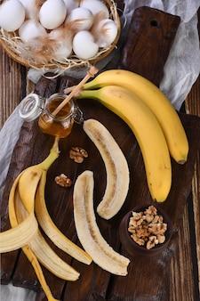 바나나, 견과류, 계란, 꿀 - 수제 바나나 빵 굽기 재료