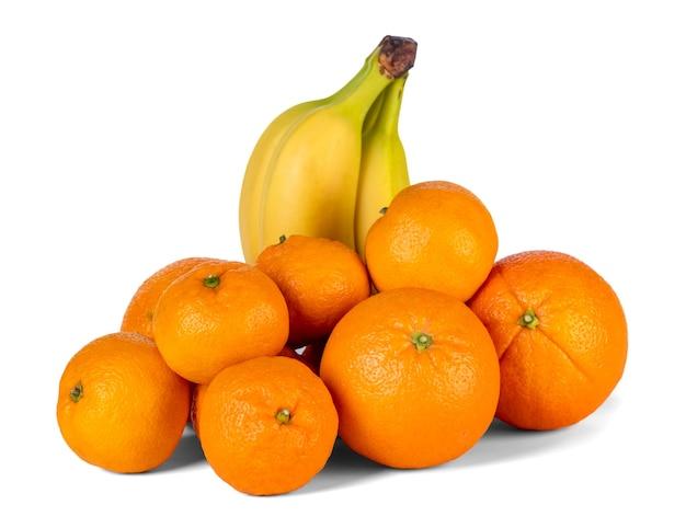 白に分離されたバナナ、オレンジ、みかん。果物。