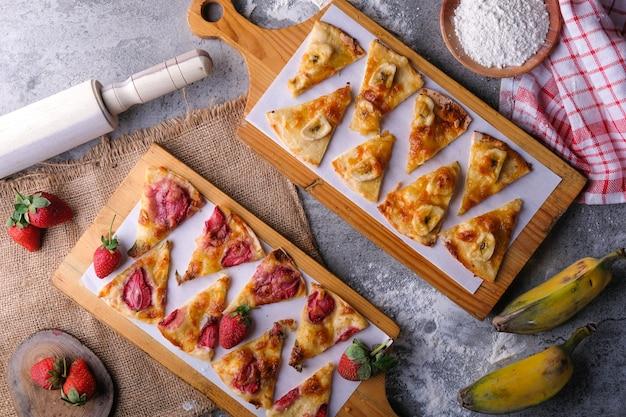 Пицца с бананами и пицца с клубникой плоская планировка