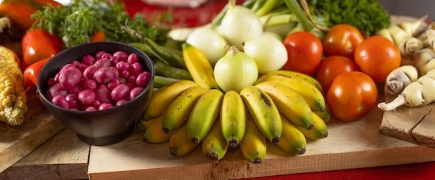 バナナトマトとキッチンの野菜