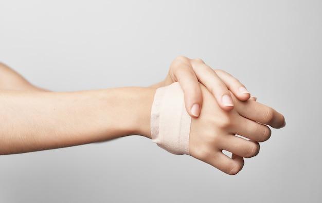 붕대 팔 부상 건강 문제 의학. 고품질 사진