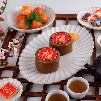 Бандунг индонезия 01122021 китайский новогодний торт с китайским иероглифом fu означает удачу