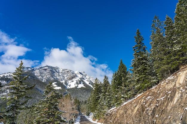 冬のバンフ国立公園の美しい風景カナディアンロッキーアルバータカナダ