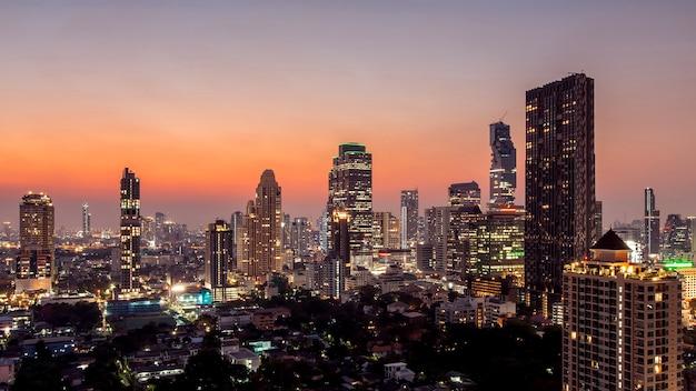 バンコク市-夜のバンコク市のダウンタウンの街並み都市のスカイライン、風景タイの空撮