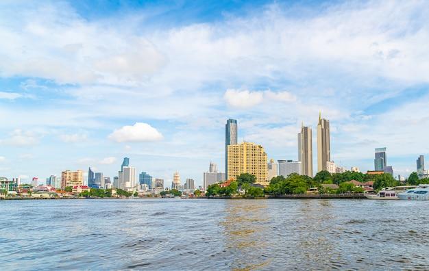 차오 프라야 강이있는 방콕 시티